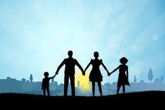与家庭剪影的自然背景 库存照片