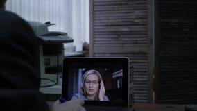 与家庭教师的妇女视讯会议膝上型计算机的在家 远程教育概念 网上教育在家 4K 影视素材