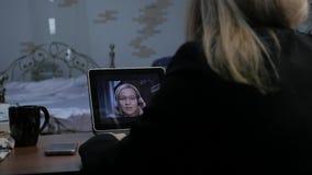 与家庭教师的视讯会议 有的少妇网上教育在家 远程教育 慢的行动 影视素材
