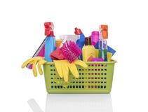 与家庭清洁产品的篮子 库存照片