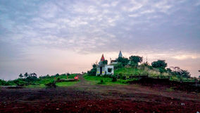 与寺庙的五颜六色的风景 免版税图库摄影