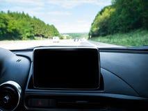 与导航系统的汽车内部 免版税库存图片