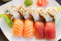 与寿司盘的午餐 免版税库存图片