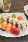 与寿司盘的午餐 免版税图库摄影