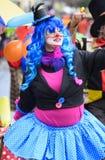 与小丑的狂欢节队伍 免版税库存图片