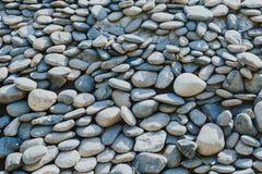 与小卵石的抽象背景 免版税库存图片
