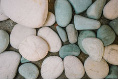 与小卵石的抽象背景 免版税库存照片
