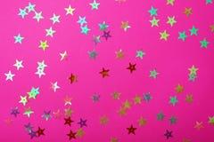 与小发光的星的明亮的塑料粉色 您的欢乐项目的精采背景 库存图片