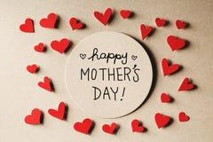 与小心脏的愉快的母亲节消息 免版税库存图片