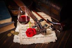 与小提琴纸卷的浪漫图象细节 免版税库存照片