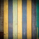 背景的五颜六色的木纹理用途 免版税库存照片