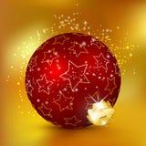 与小明星纹理和闪闪发光的唯一红色圣诞节球 图库摄影