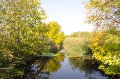 与小河的风景 免版税库存照片