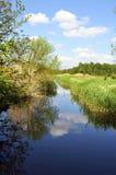 与小河的风景 免版税库存图片