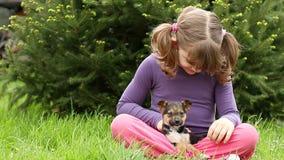 与小狗的小女孩戏剧 影视素材