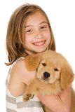与小狗的逗人喜爱的孩子 免版税库存图片