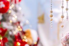 与小珠的抽象圣诞节背景和被弄脏的背景,孩子变粉红色逗人喜爱的纹理 库存图片