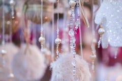 与小珠的抽象圣诞节背景 新年逗人喜爱的纹理 库存照片