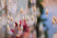 与小珠的抽象圣诞节背景 新年逗人喜爱的纹理 图库摄影