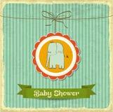 与小的大象的减速火箭的婴儿送礼会卡片 免版税图库摄影