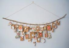 与小礼物的出现日历 等待新年的概念 DIY 免版税库存图片