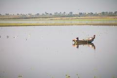 与小船和风景的风景摄影 免版税库存图片