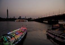 与小船开罗埃及的尼罗河沿 免版税库存照片