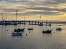 与小船的海景在portgal的波尔图 库存照片