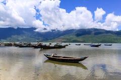 与小船的风景 免版税库存照片