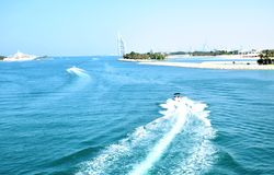 与小船的Jumeiah海滩 库存照片