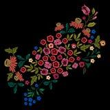 与小野花的刺绣种族样式 免版税图库摄影