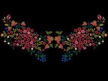 与小野花的刺绣种族领口样式 库存照片