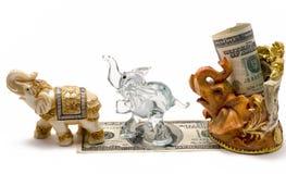 与小雕象的金钱 库存照片