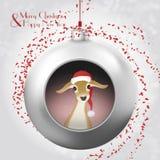 与小鹿、不可思议的闪烁和红色五彩纸屑的圣诞节球 免版税库存图片