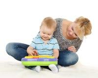 与小婴孩的母亲戏剧。 免版税库存照片