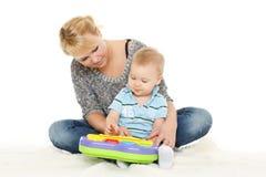 与小婴孩的母亲戏剧 库存图片