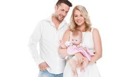 与小婴孩的美丽的年轻家庭 图库摄影