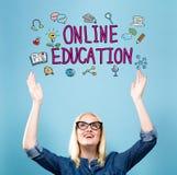 与少妇的网上教育 免版税库存图片