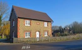与尖桩篱栅的英国村庄 免版税库存照片