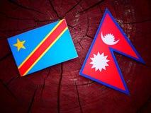 与尼泊尔旗子的刚果民主共和国旗子在树 库存照片