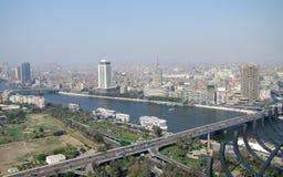 与尼罗河的开罗鸟瞰图 免版税图库摄影