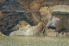 与层状海岸04的老凹下去的矿硅土沙子 免版税库存照片