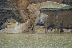 与层状海岸03的老凹下去的矿硅土沙子 免版税库存照片