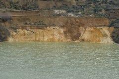 与层状海岸06的老凹下去的矿硅土沙子 库存图片