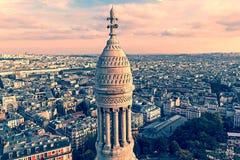与屋顶的老照片和从大教堂Sacre Coeur的鸟瞰图 免版税库存图片