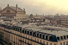 与屋顶的葡萄酒神色和歌剧Garnier在巴黎 库存照片