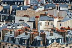 与屋顶的鸟瞰图在巴黎,法国 图库摄影