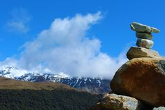 与山全景的石头 免版税库存照片