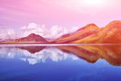 与山反射的湖海岸,冰岛 库存图片