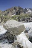 与山和冰川的高山风景 免版税库存照片